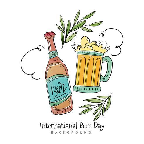 Bottiglia di birra, tazza di birra con foglie e ornamenti