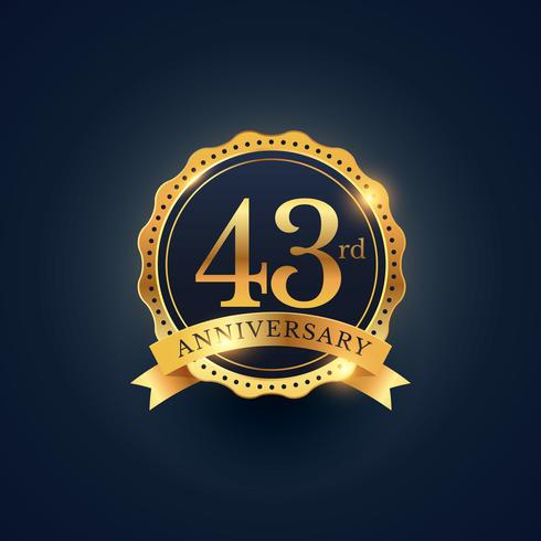 43º rótulo de distintivo de celebração de aniversário na cor dourada