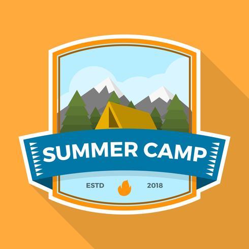 Patch de acampamento de verão plana com ilustração vetorial de paisagem