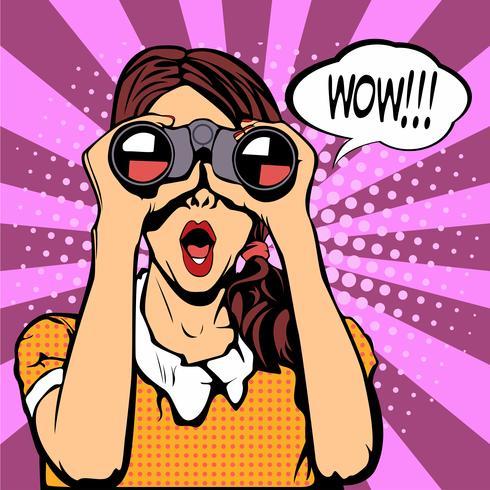 Wow cara de pop art femenina. Mujer sorprendida atractiva con la boca abierta que sostiene los prismáticos en sus manos con la burbuja del discurso. Fondo colorido del vector en estilo cómico retro del arte pop.