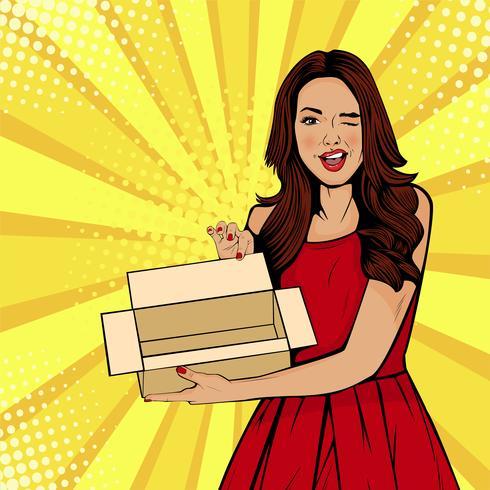 Jonge sexy verraste vrouw die lege doos houdt. Vectorillustratie in retro komische pop-artstijl. Cadeaubon sjabloon.
