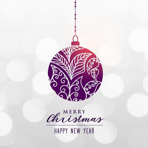 dekorativer Weihnachtsball auf Bokeh-Hintergrund