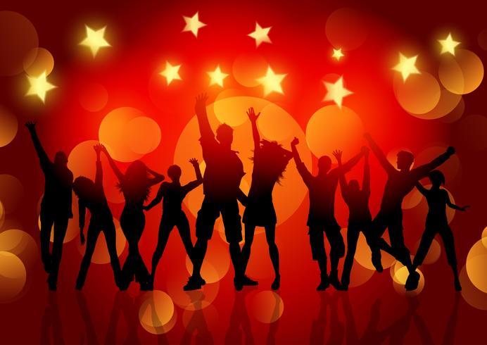 Siluetas de personas bailando sobre fondo de luces y estrellas bokeh vector
