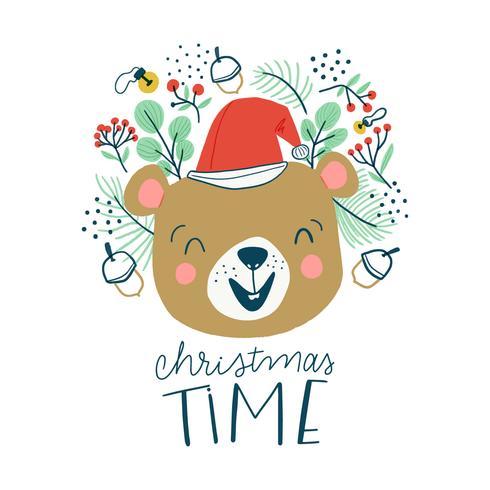 Urso bonito que sorri com chapéu e folhas do Natal.