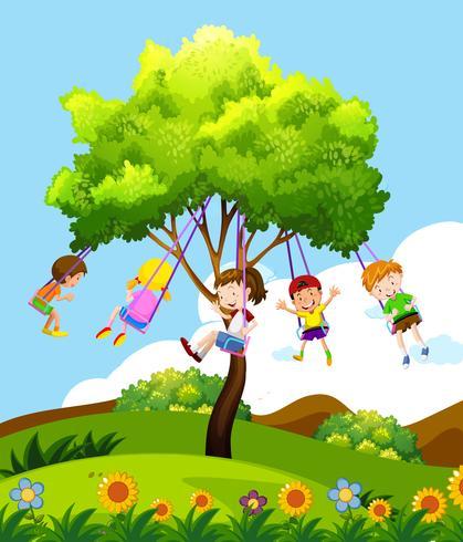 Kinderen die op Tree Swing zitten