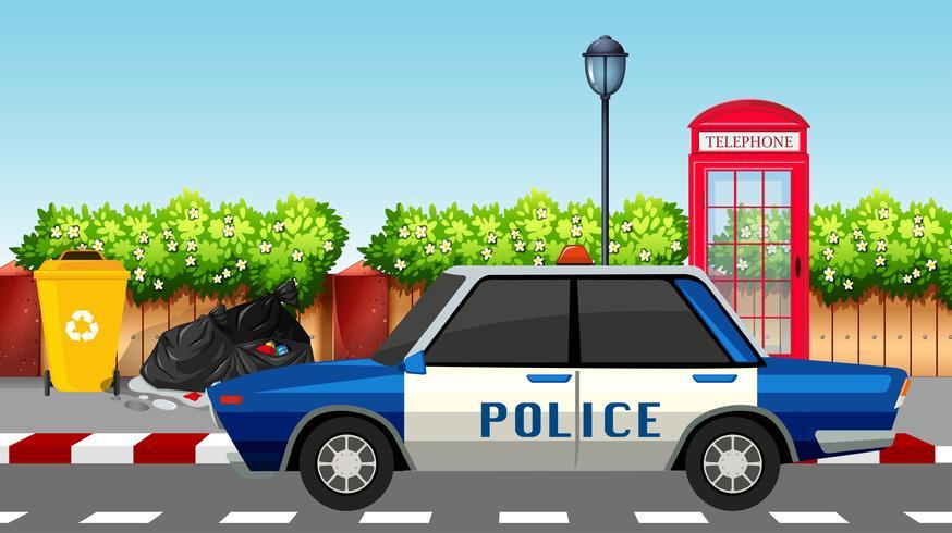 Carro de polícia na estrada