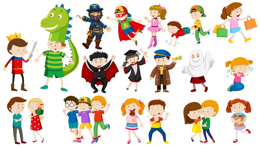 Molti bambini in costumi diversi