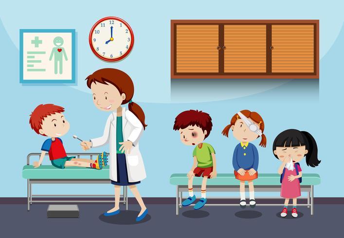 Een arts die kinderen helpt