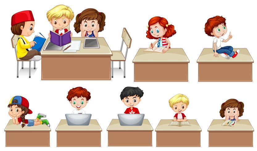 Niños trabajando en mesa
