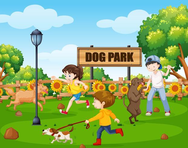Hundepark mit Menschen und ihren Haustieren