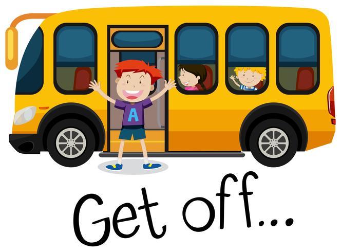 Un niño se baja del autobús escolar