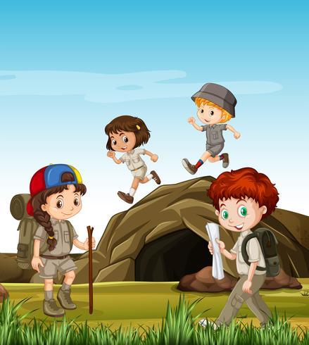 Crianças acampadas na caverna