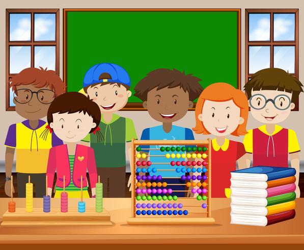 Barn med gott ansikte i klassrummet