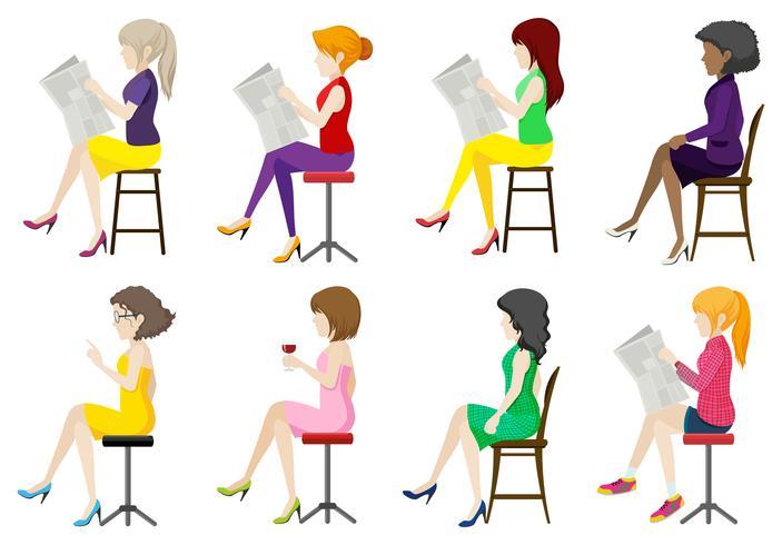 Acht gezichtsloze dames gaan zitten