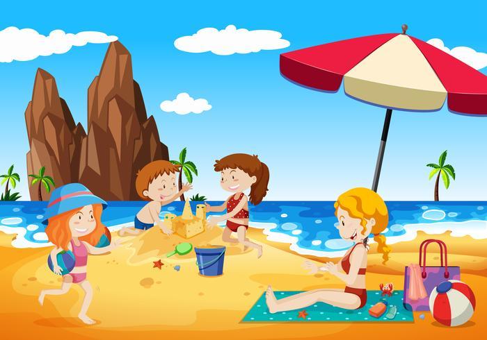 Família brincando ao lado da praia