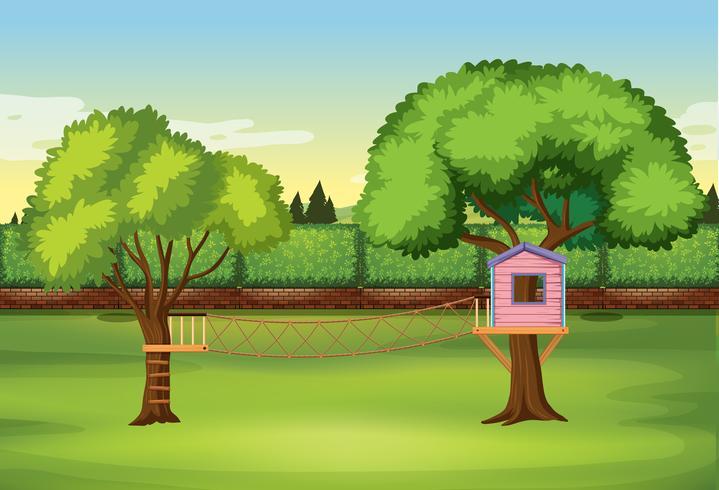 Casa sull'albero nel parco naturale