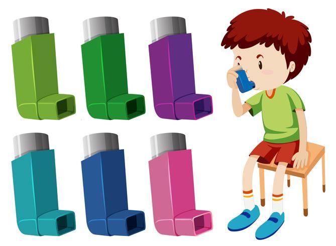 Menino com asma com diferentes inaladores de asma