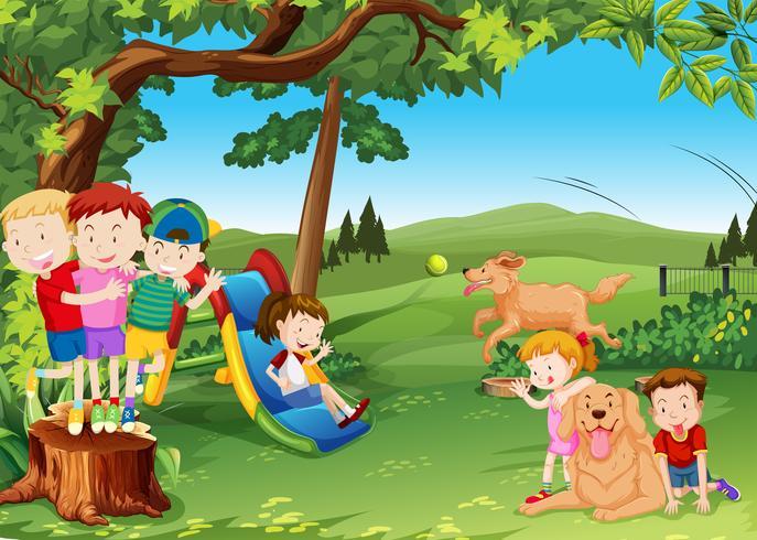 Groep kinderen en honden die in het park spelen