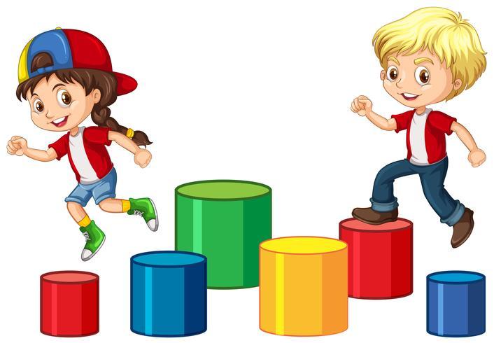 Kinder springen auf den Block
