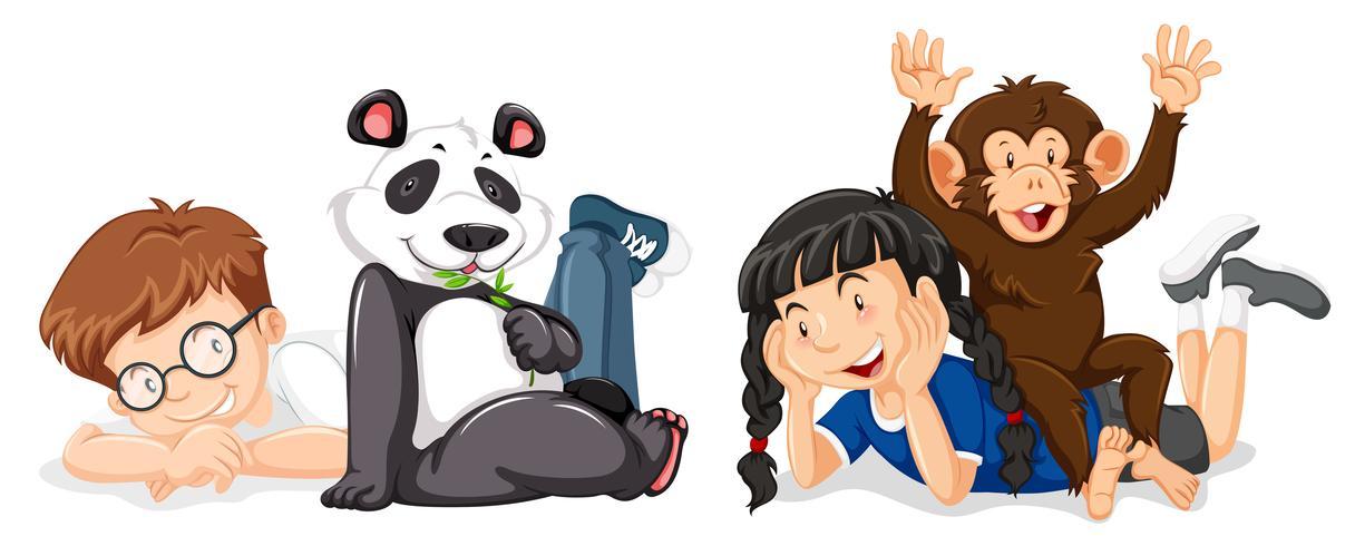 Niños con mono y panda.