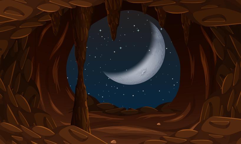 Entrada de la cueva con la luna creciente.