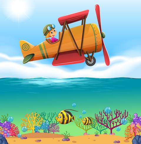 Mädchenflugzeugflugzeug über dem Ozean