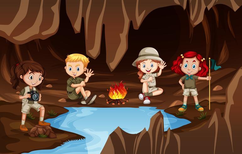 Crianças, tendo, um, campire, em, um, caverna