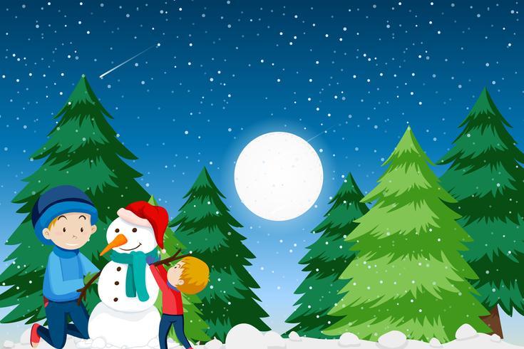 Fader och son bygger snögubbe