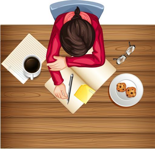 Femme étude sur la table