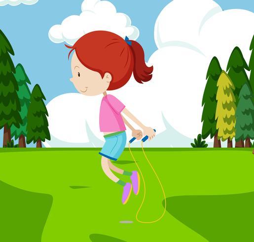 Saltar la cuerda en el jardin