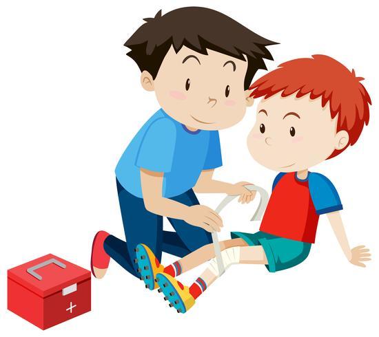Man helpt een jongen met een blessure