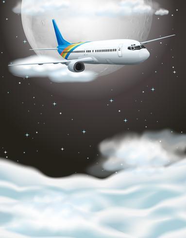 Vliegtuig die in donkere hemel vliegen