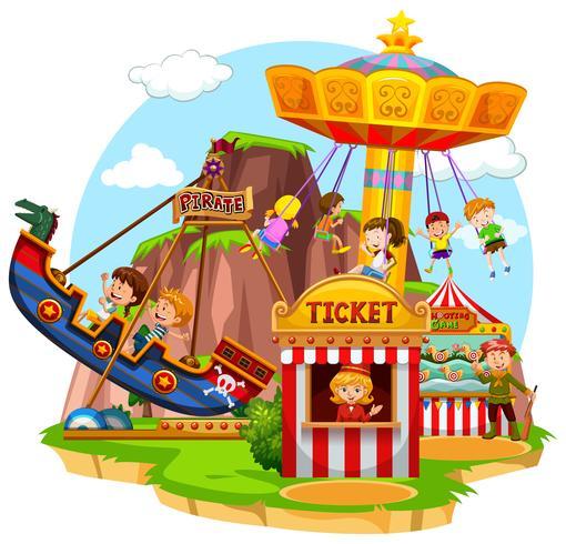 Niños felices montando en funpark vector