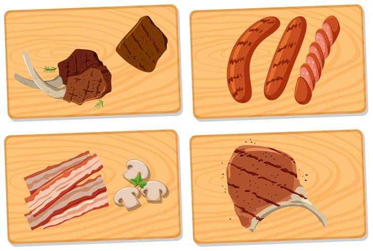 Vielzahl von Fleisch auf Schneidebrettern