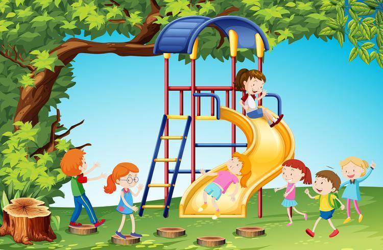 Niños jugando tobogán en el patio de recreo vector