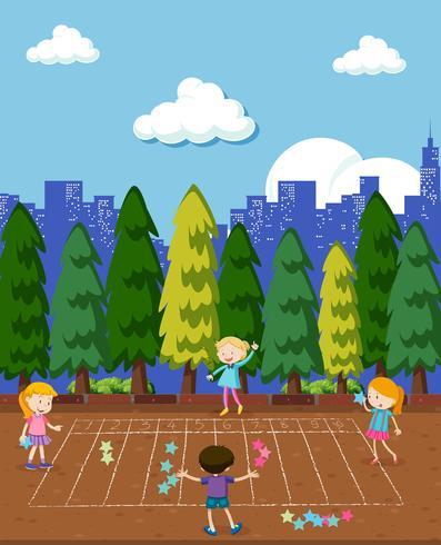 Crianças brincam jogo de matemática no parque