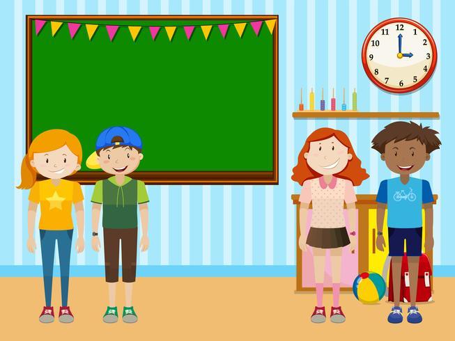Estudiantes de pie en el aula