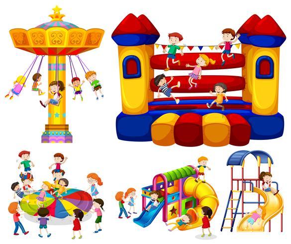 Niños jugando en diferentes atracciones.