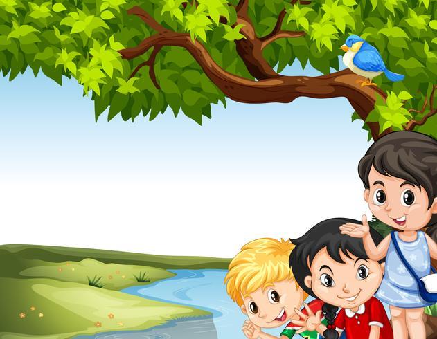 Barn som hänger vid floden
