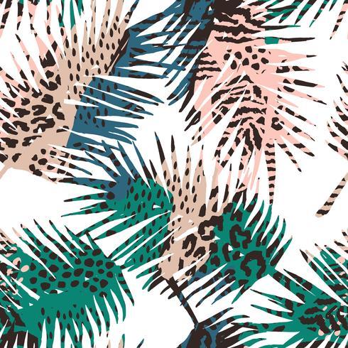 Trendigt, sömlöst exotiskt mönster med palm, djurtryck och handdragen texturer.