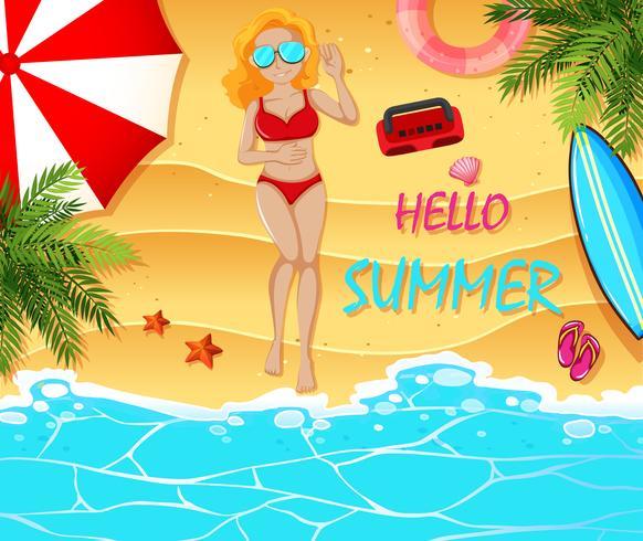 Het thema van de de zomervakantie met vrouw op het strand