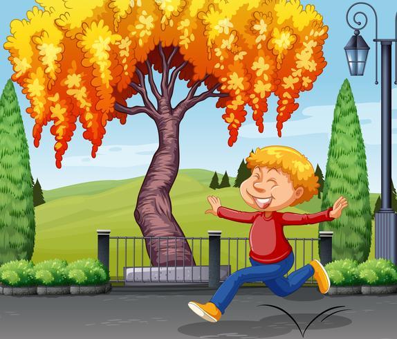 Um menino feliz no parque