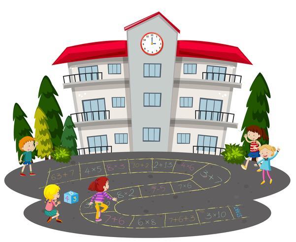 Crianças brincando de amarelinha na frente de uma escola