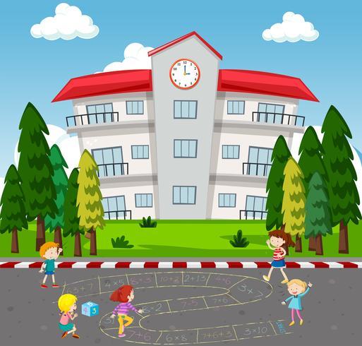 Enfants jouant au jeu de maths à l'école