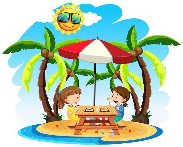 Kinderen genieten van een lunch op het strand