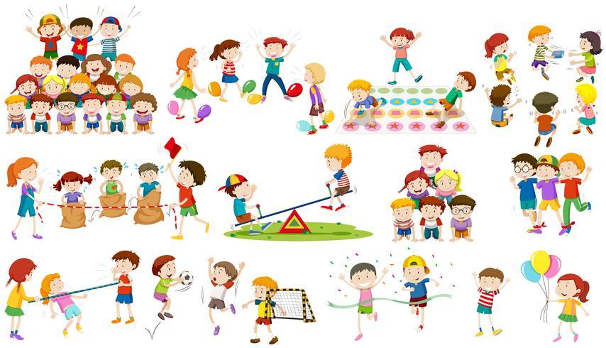 Los niños juegan diferentes tipos de juego.