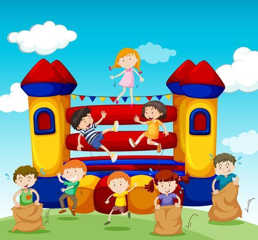 Barn som leker i studshuset