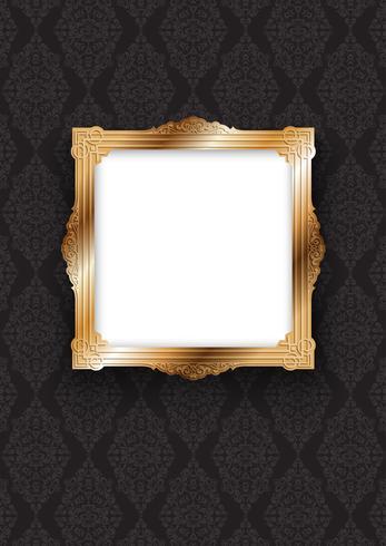 Elegante marco dorado sobre papel pintado decorativo.