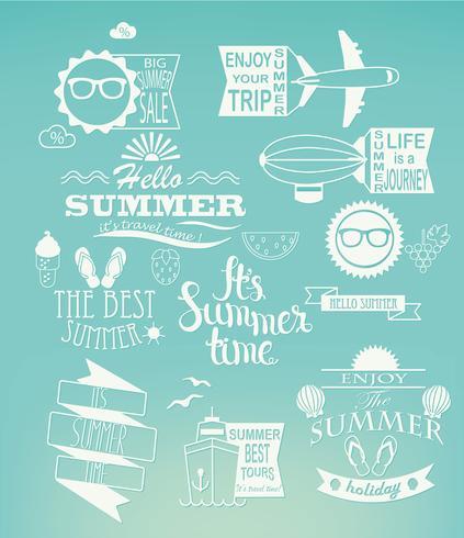 Le vacanze estive progettano gli elementi su fondo blu.