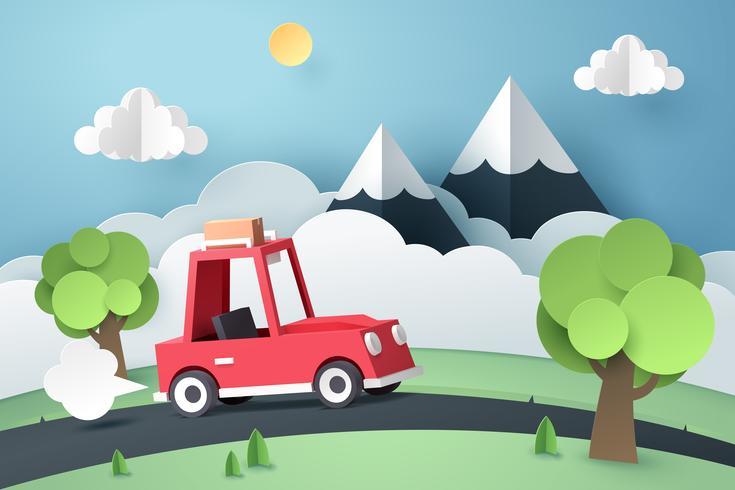 Carretera nacional de coche rojo cerca de montaña, origami y concepto de viaje
